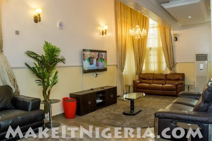Casabella 3 and 4 bedroom corporate rental apartment at for Living room decoration in nigeria
